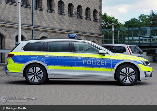 Streifenwagen (POL)